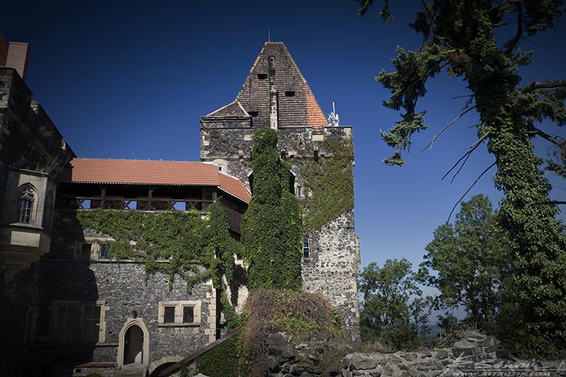 Zamek Grodziec. Wieża, w której całą noc spowijały tajemnicze krzyki, jęki i szaleńczy śmiech.